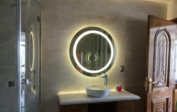 Trang trí bằng gương treo phòng tắm navado