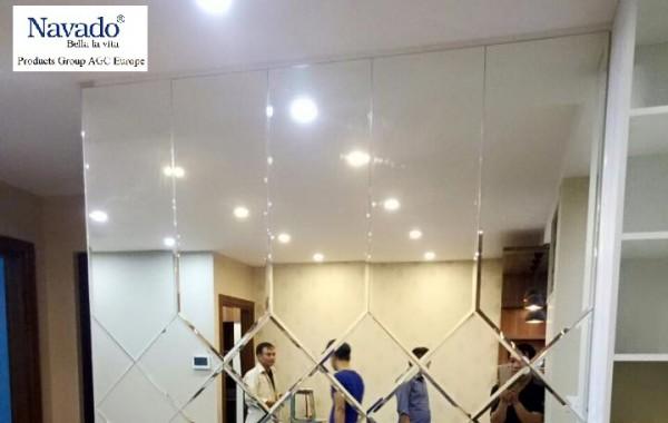 Gương treo tường trang trí cho không gian rộng rãi hơn
