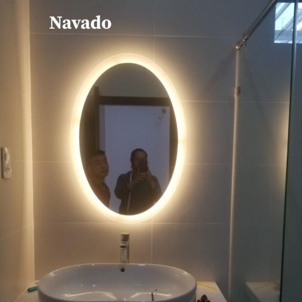 Gương đèn led oval phòng tắm
