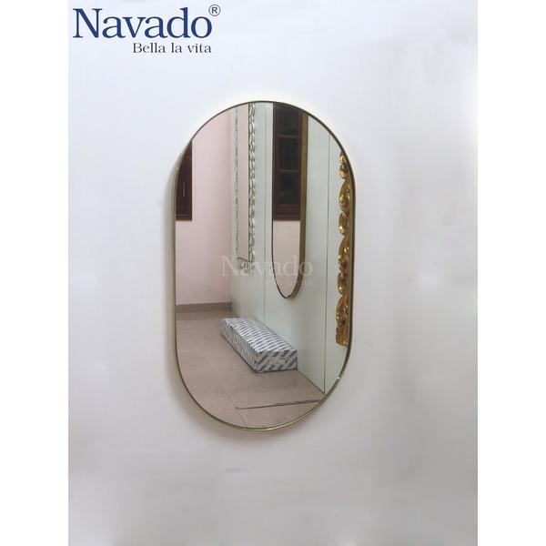 Gương vành inox bầu dục decor phòng khách.