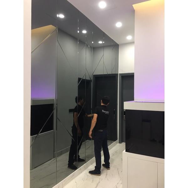 Gương trang trí ghép tường màu xám khói