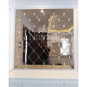 Gương ghép tường phòng khách màu trà
