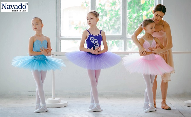 Gương cắt phòng tập múa học sinh
