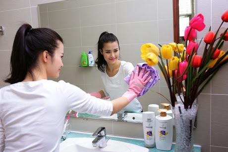Cách vệ sinh gương luôn sạch sẽ.