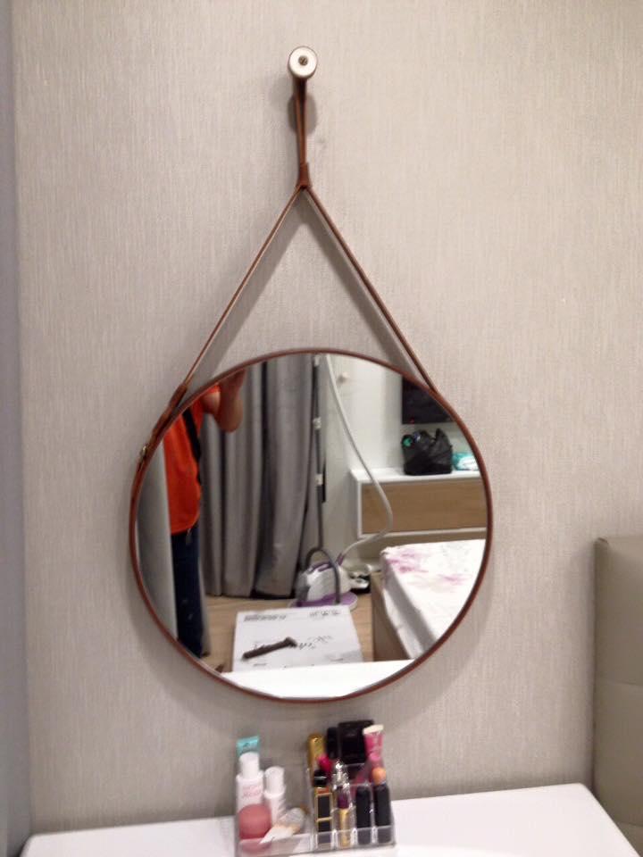 Gương tròn treo dây da
