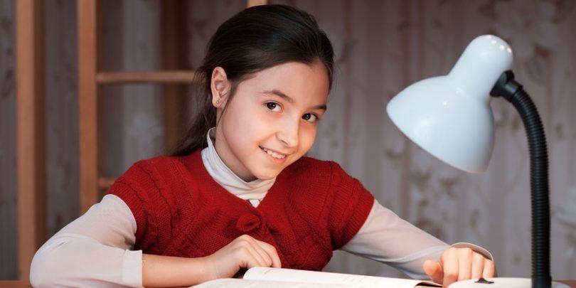 đèn bàn học chống cận
