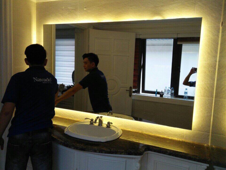 Gương phòng tắm sạch cách vệ sinh