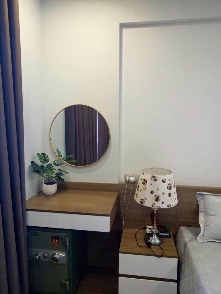 Gương trang trí trong phòng ngủ