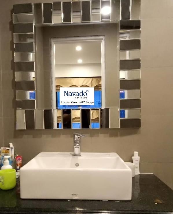 Gương treo phòng tắm