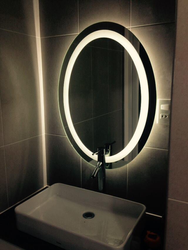 Gương phòng tắm đèn led navado