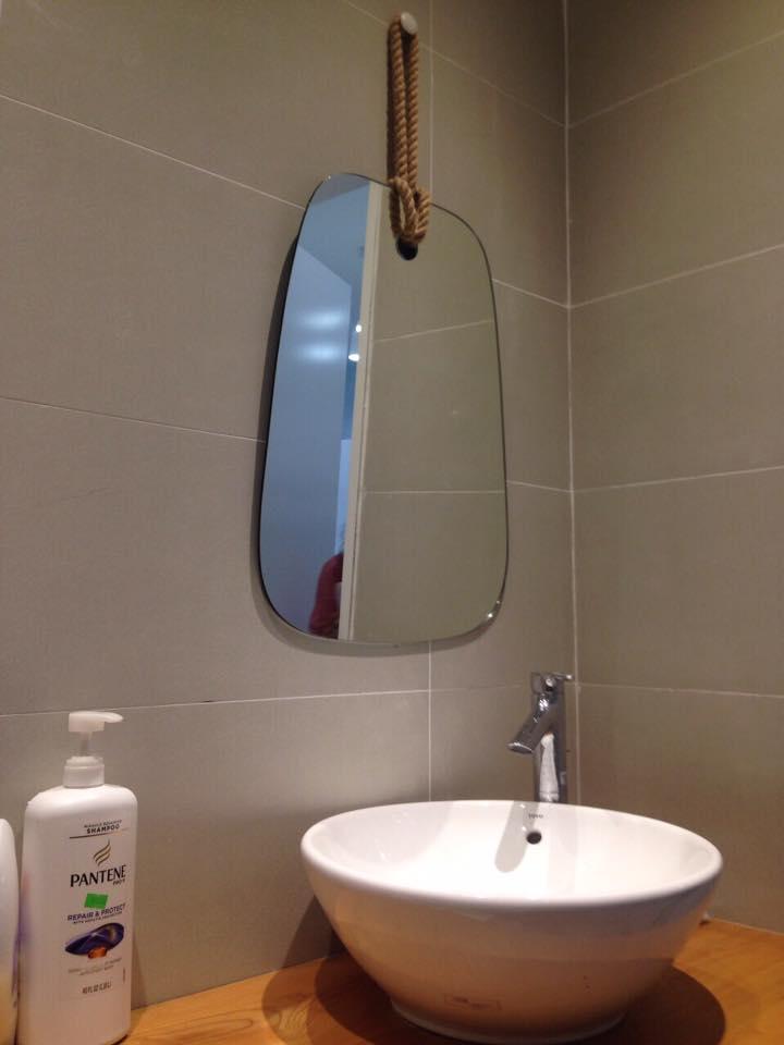 Gương phòng tắm bắc giang,gương trang trí gương nghệ thuật bắc giang ,gương treo dây da tại bắc giang ,gương bàn trang điểm bắc giang,gương trang điểm bắc giang.