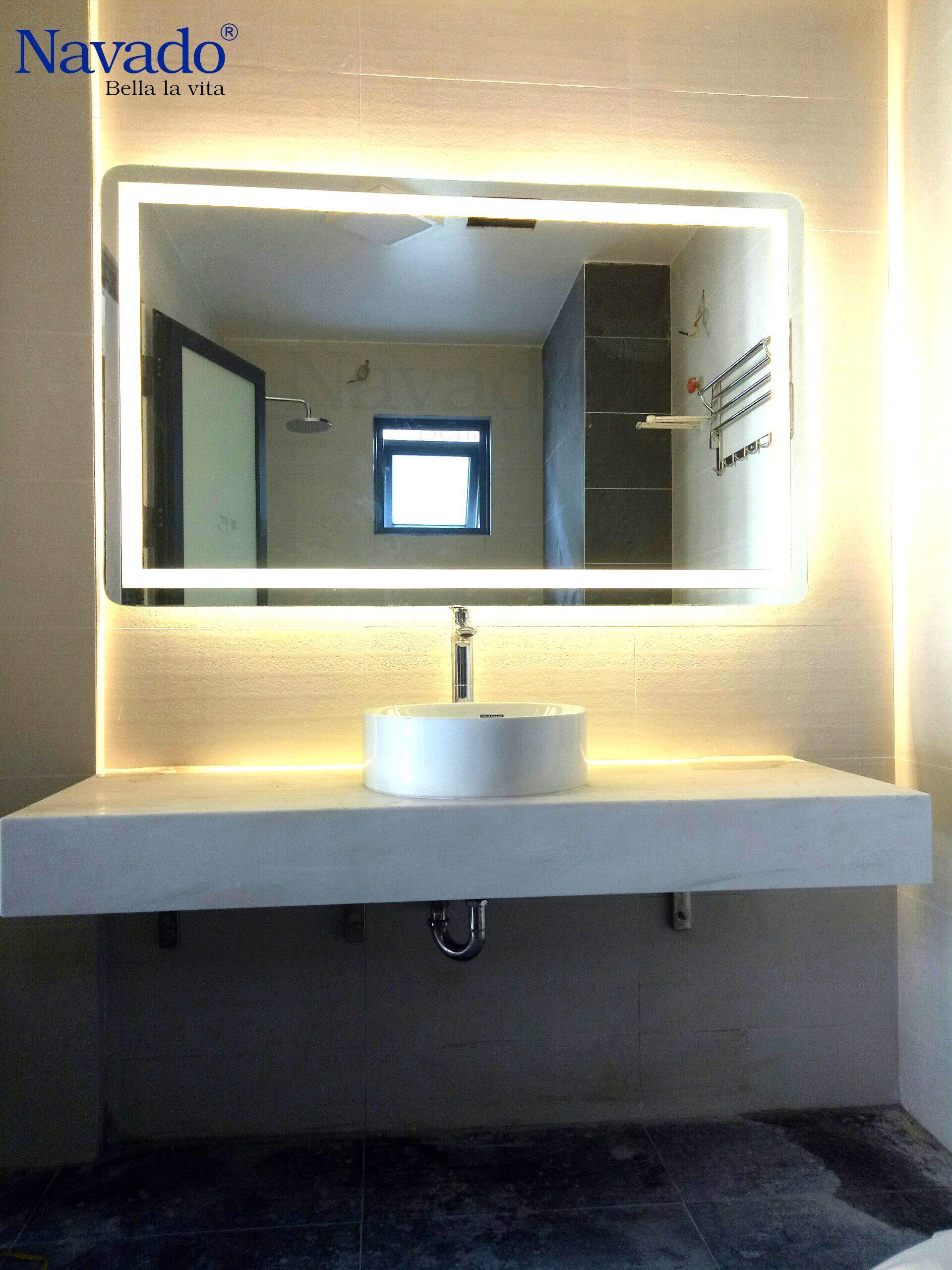 Gương phòng tắm gắn đèn