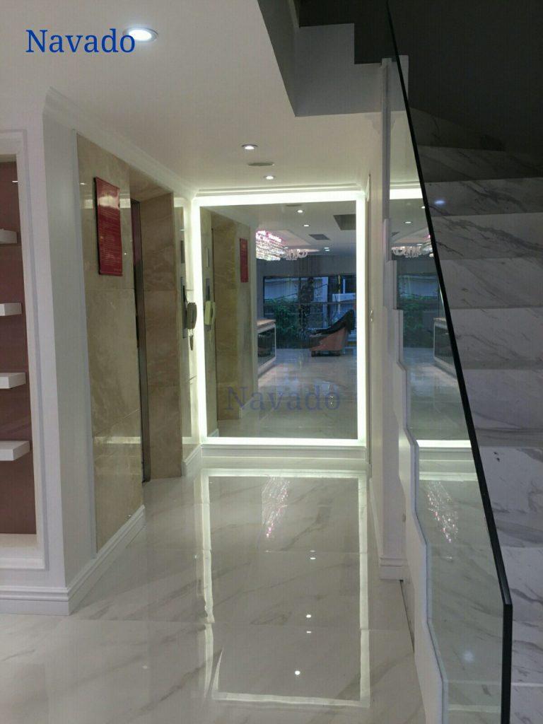 Gương gắn tường nghệ thuật đèn led