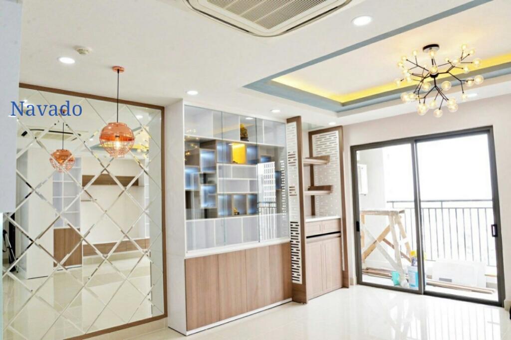 Làm thế nào để chọn gương treo trang trí phòng khách phù hợp