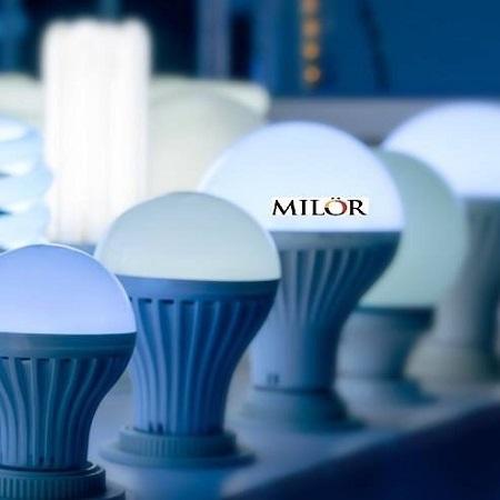 chọn đèn bàn tốt nhất khi làm việc tại nhà