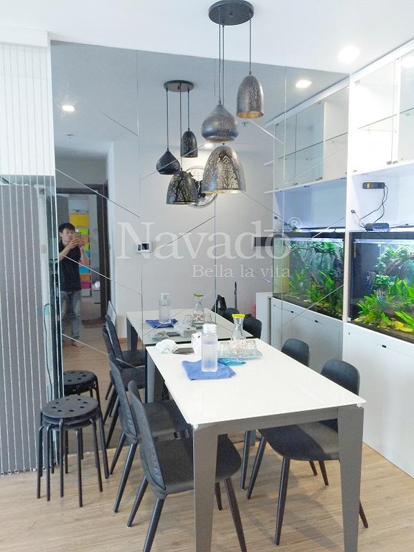 Gương trang trí ghép tường bàn ăn