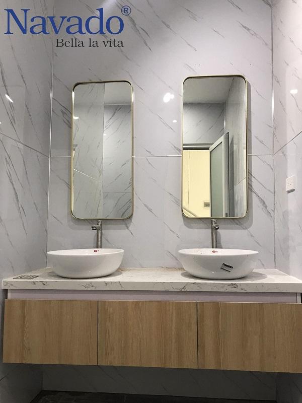 Gương vành inox gold phòng tắm
